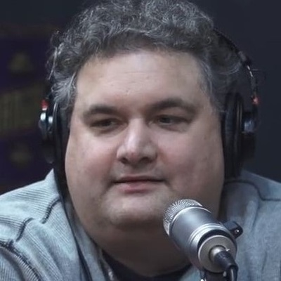 Comedian and heroin addict Artie Lange has small lips