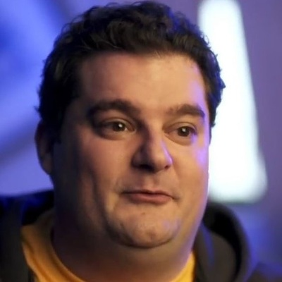 SNL actor Bobby Moynihan has small lips