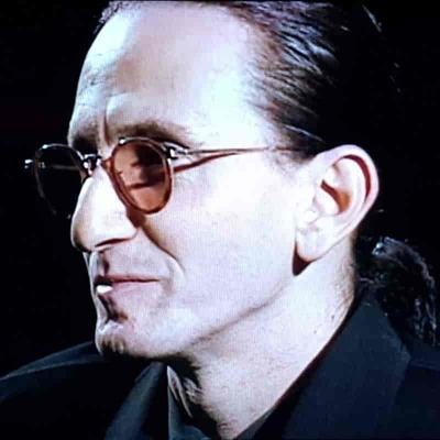 Rush bassist Geddy Lee has small lips